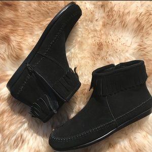 Aerosoles black suede moccasins size 6.